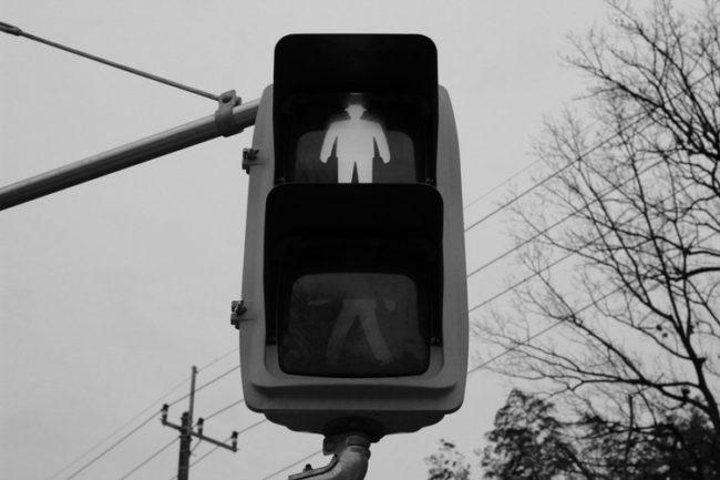赤信号の写真